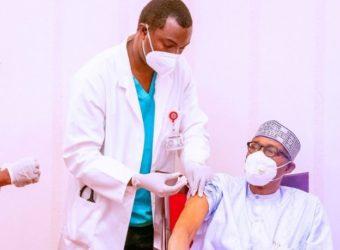 nigeria-president-takes-covid-19-vaccine